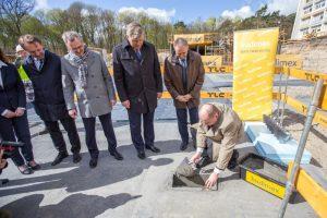11.04.2017 Szpital Bielany, wkopanie kamienia wegielnego - fot.
